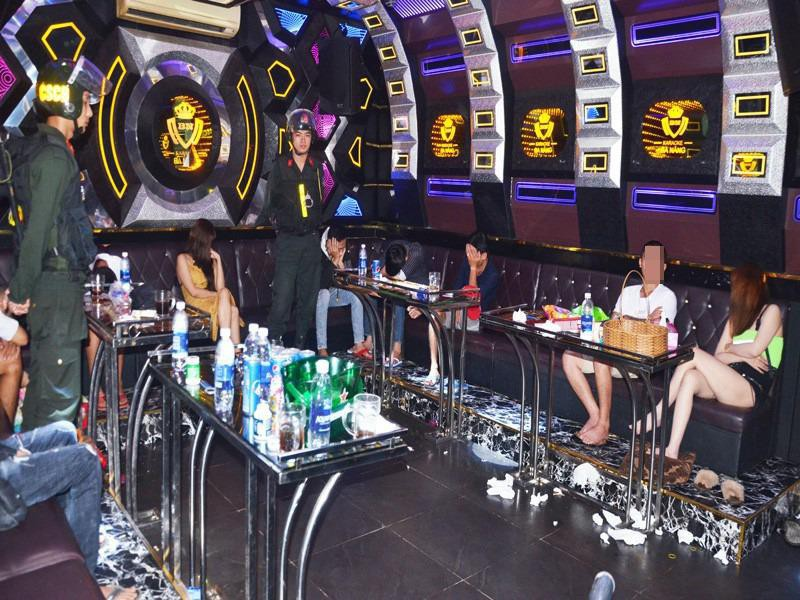 Nam thanh nu tu bay lac co nao trong karaoke Ba Nang o Ben Tre?
