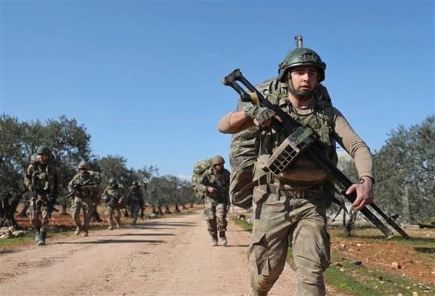 Tho Nhi Ky khong kich vao Idlib, it nhat 11 binh sy Syria thiet mang