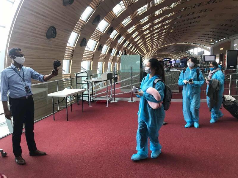 Chuyen bay dac biet dua 340 cong dan ve Tan Son Nhat