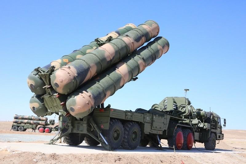 """Israel """"ngoi tren lua"""" khi Nga tang cuong S-300 cho Syria"""