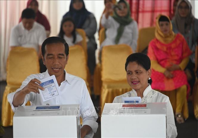 Bau cu Indonesia: Duong kim Tong thong Joko Widodo tam dan dau