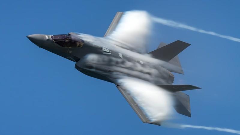 Sau mot nam, tiem kich F-35 bot dc hai loi, con 871 van de!