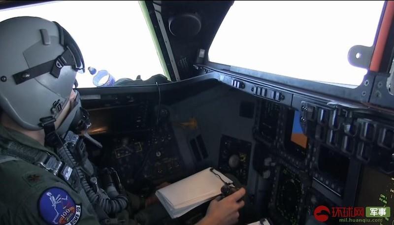 Choáng ngợp với khoang lái máy bay ném bom B-2 Spirit của Mỹ