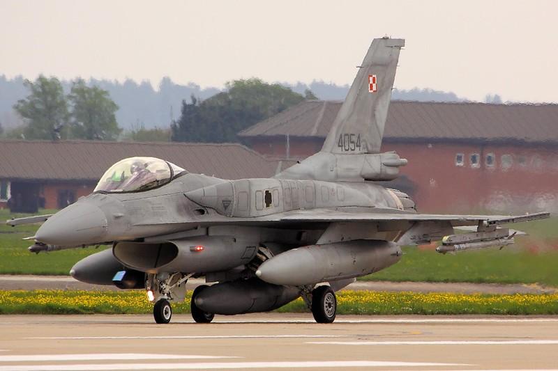 Israel ban tiem kich F-16 gia cuc re, chi nhinh 70 ty Dong moi chiec-Hinh-9