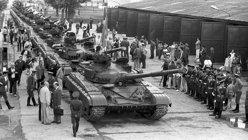 Xe tang chu luc T-64: Moi tuong dai roi cung phai sup do