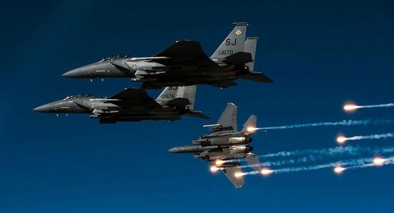 Mỹ vừa dùng siêu tiêm kích nào để dội bão lửa xuống Syria?