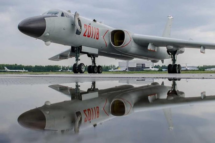 """Máy bay ném bom H-6 của Trung Quốc bị Mỹ """"bắt thóp"""""""