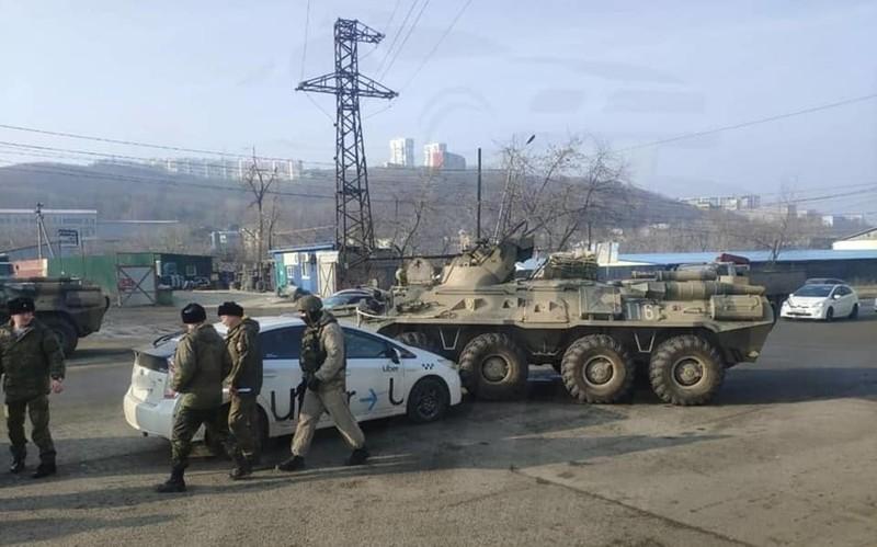 Nga: Tài xế công nghệ bị thiết giáp BTR-82A đâm bẹp đầu