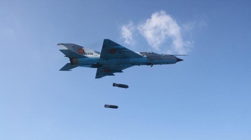 Viet Nam tung bien che phien ban MiG-21Bis manh ngang F-16-Hinh-10