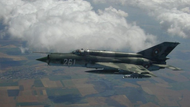 Viet Nam tung bien che phien ban MiG-21Bis manh ngang F-16-Hinh-20