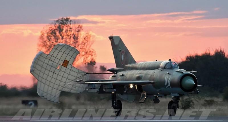 Viet Nam tung bien che phien ban MiG-21Bis manh ngang F-16-Hinh-9