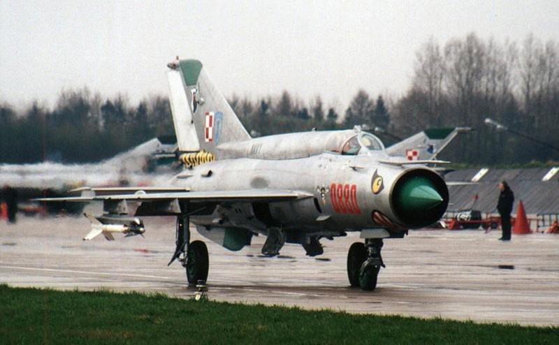 Viet Nam tung bien che phien ban MiG-21Bis manh ngang F-16