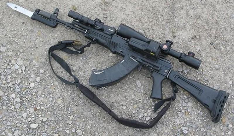 Ly khai Ukraine bat ngo co sung truong tan cong AK-103-Hinh-12