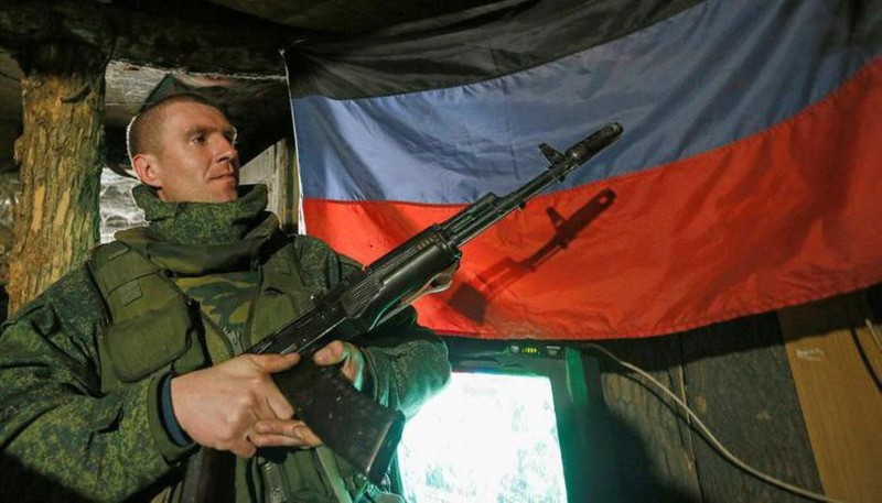 Ly khai Ukraine bat ngo co sung truong tan cong AK-103-Hinh-2