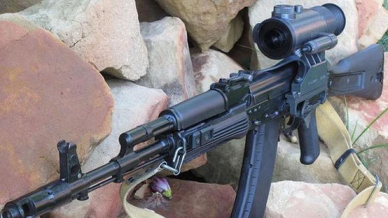 Ly khai Ukraine bat ngo co sung truong tan cong AK-103-Hinh-6