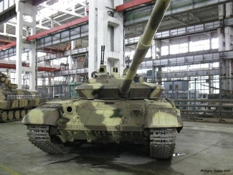 Xe tang T-64E Ukraine thanh ke huy diet nho phao tu dong 2 nong cuc manh-Hinh-2