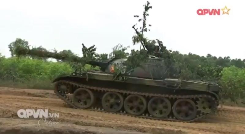 Mau xe tang T-54 doc nhat vo nhi Viet Nam dang so huu-Hinh-8