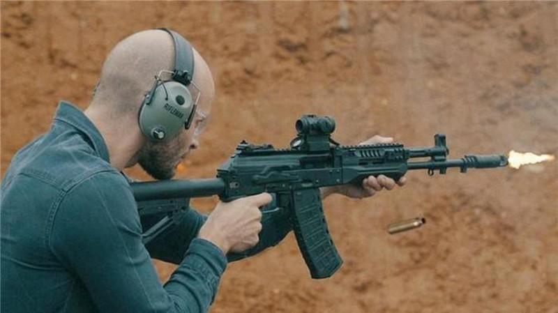 Su that man doi dau giua sung truong tan cong AK-12 Nga va ao giap My-Hinh-20