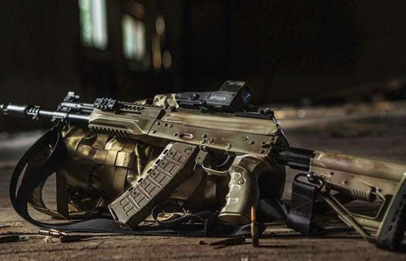Su that man doi dau giua sung truong tan cong AK-12 Nga va ao giap My-Hinh-24