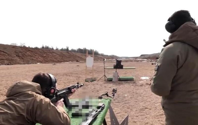 Su that man doi dau giua sung truong tan cong AK-12 Nga va ao giap My-Hinh-3