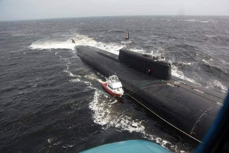 Kỳ thú phi vụ siêu tàu ngầm Nga xông pha cứu hộ tàu cá