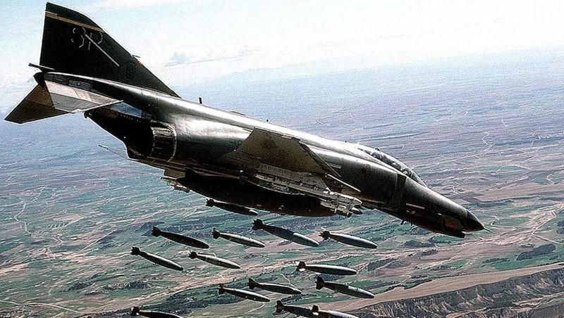 F-4E Phantom II, cu sua sai cua My sau khi rung toi ta tren bau troi Viet Nam
