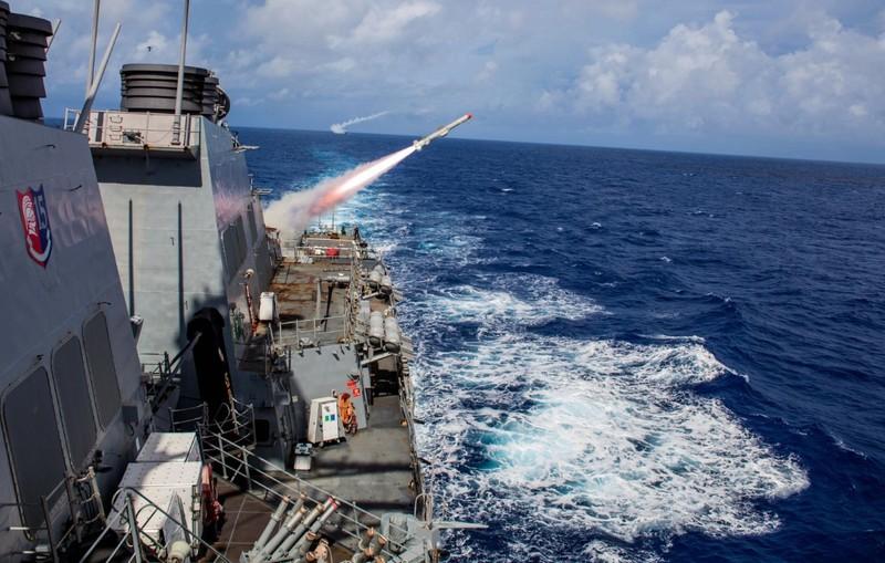 Sức mạnh khu trục hạm Mỹ đang tiến vào biển Đông