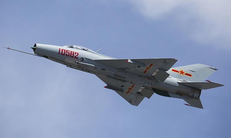 Trung Quốc tận dụng hàng ngàn chiếc J-7 loại biên để làm gì?