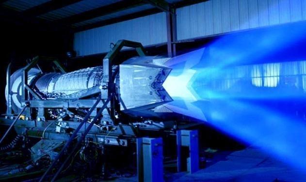 F-22 My chi co dong co vector 2D nhung nhao lon khong kem Su-57?-Hinh-13