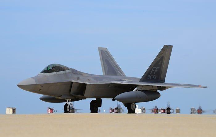 F-22 My chi co dong co vector 2D nhung nhao lon khong kem Su-57?-Hinh-15