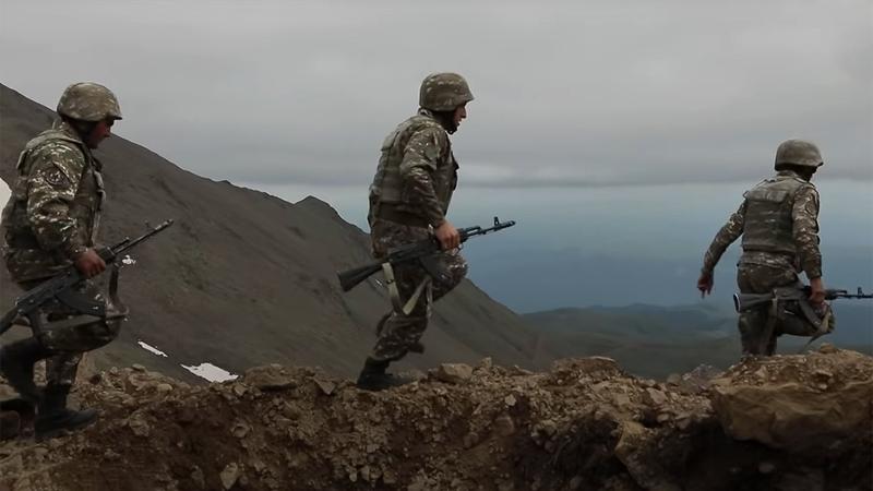 Nong: Azerbaijan 'vuot rau hum', tan cong luc luong gin giu hoa binh Nga!-Hinh-12