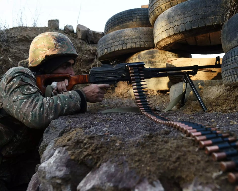 Nong: Azerbaijan 'vuot rau hum', tan cong luc luong gin giu hoa binh Nga!-Hinh-14