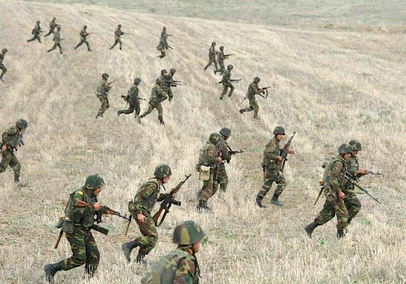 Nong: Azerbaijan 'vuot rau hum', tan cong luc luong gin giu hoa binh Nga!-Hinh-5
