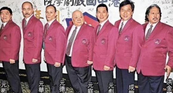 Thanh Long bi 50 nguoi cam dao bao vay, chi mot nguoi ung cuu-Hinh-5