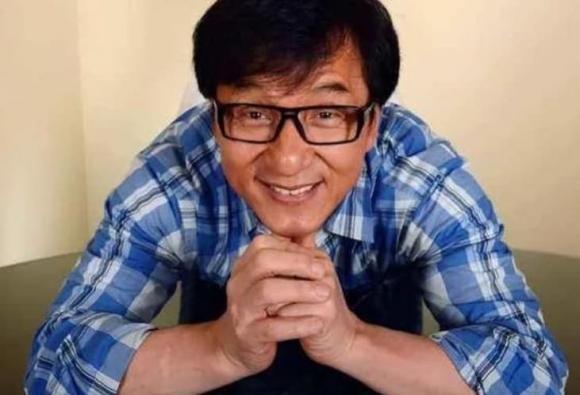 Thanh Long bi 50 nguoi cam dao bao vay, chi mot nguoi ung cuu-Hinh-6
