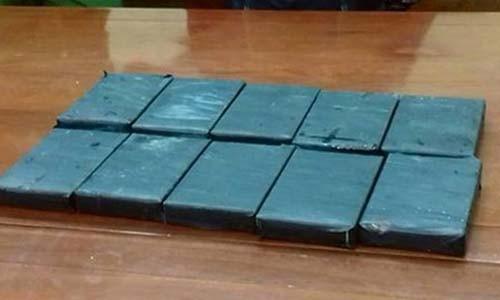 Giau 10 banh heroin trong xe may van khong qua duoc mat canh sat