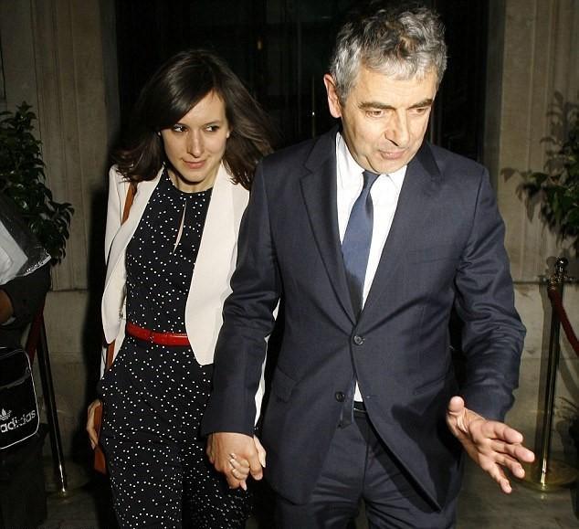 """""""Mr Bean"""" sap co con o tuoi 62 voi ban gai 33 tuoi"""