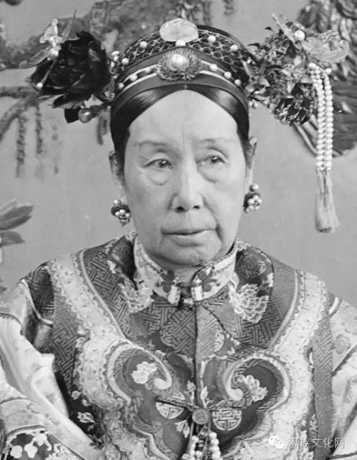 Tu Hy Thai Hau: Chi tam thoi cung khien trieu dinh muc rong-Hinh-2