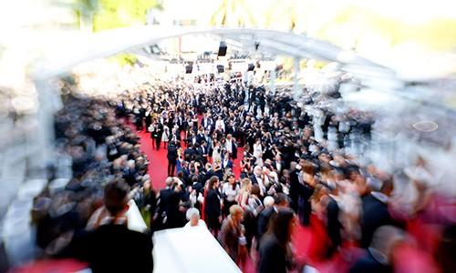Gai ban dam 40000 USD moi dem o Cannes, Hollywood hoat dong ra sao?