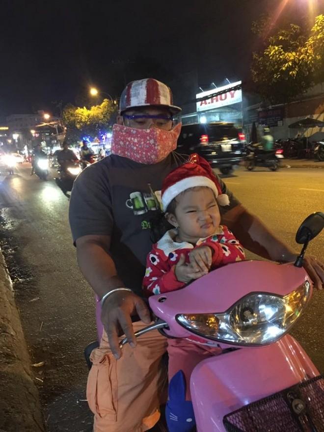 Hieu Hien buc xuc vi bi coi thuong khi di xe may ca tang-Hinh-2