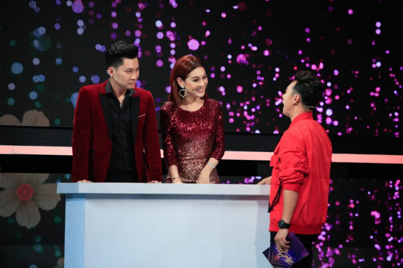 Lam Khanh Chi bat ngo doa ly di chong dien trai sau 1 nam ket hon