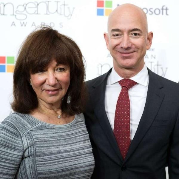 Chuyen buon it nguoi biet ve moi quan he cua ty phu Jeff Bezos va cha de-Hinh-2