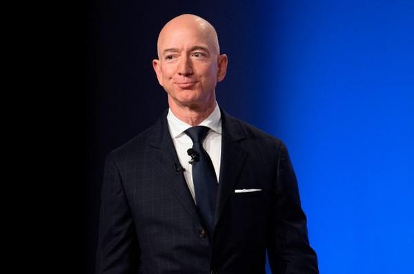 Chuyen buon it nguoi biet ve moi quan he cua ty phu Jeff Bezos va cha de
