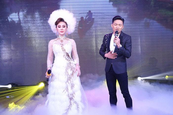 Nam dien vien bat khoc o dam cuoi chinh la tinh cu Lam Khanh Chi?-Hinh-2