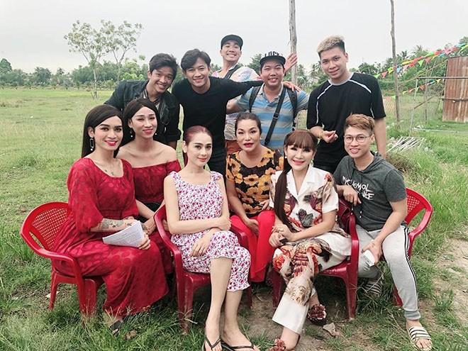 Nam dien vien bat khoc o dam cuoi chinh la tinh cu Lam Khanh Chi?