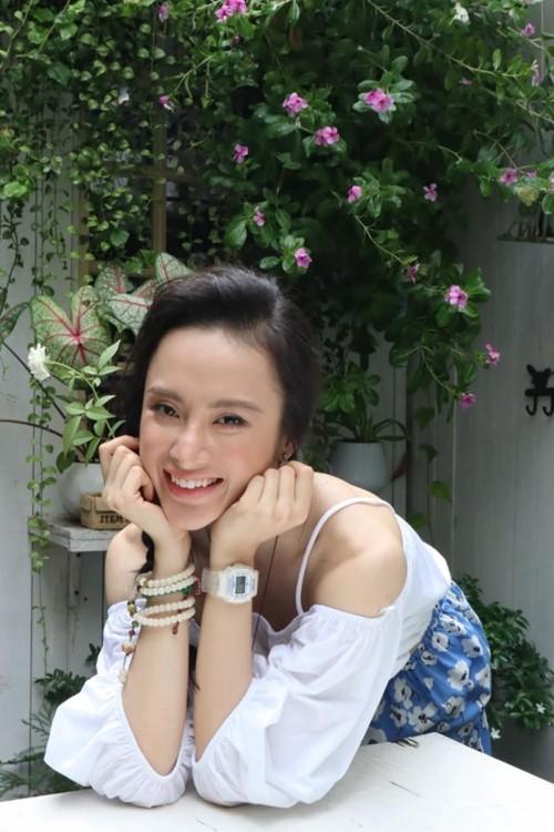 Angela Phuong Trinh gay soc voi ve ngoai gay go, xuong sac-Hinh-2