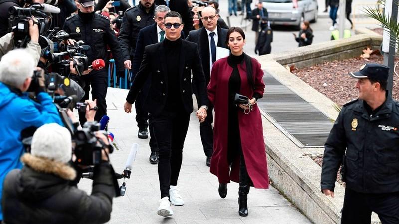 Ronaldo va Messi tron thue tinh quai nhu the nao