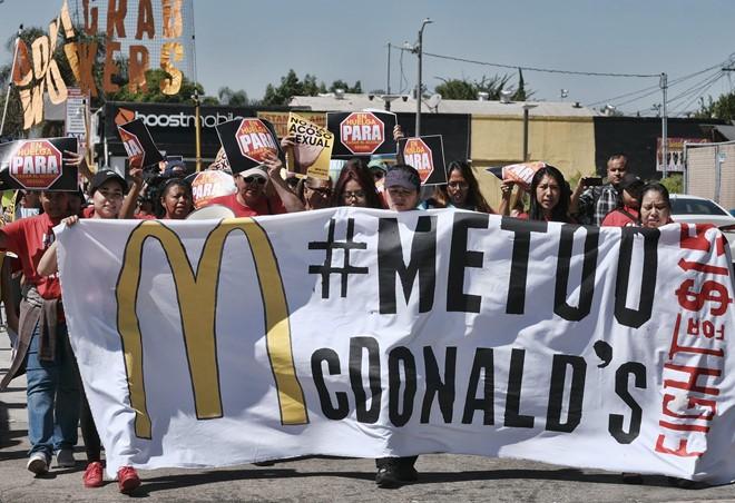 Hang chuc nguoi kien McDonald's vi che giau hanh vi quay roi tinh duc