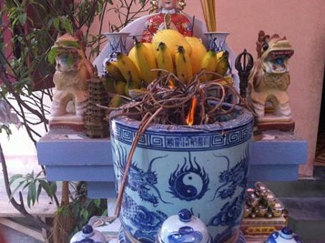 Bat huong hoa am la diem bao may man hay xui rui?