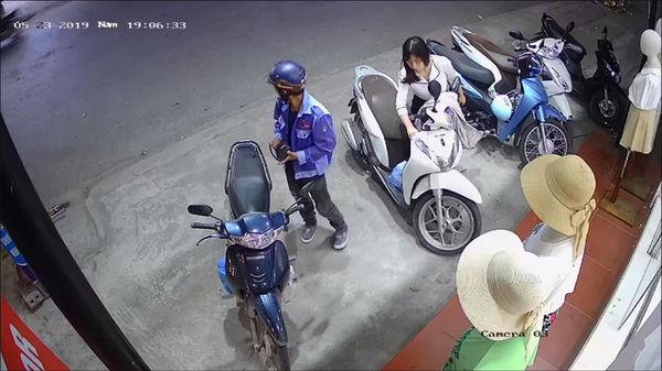 Cam dong chong lam lem ghe cua hang quan ao mua tang vo-Hinh-2